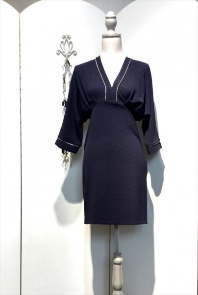 Kleid mit tiefem V Ausschnitt